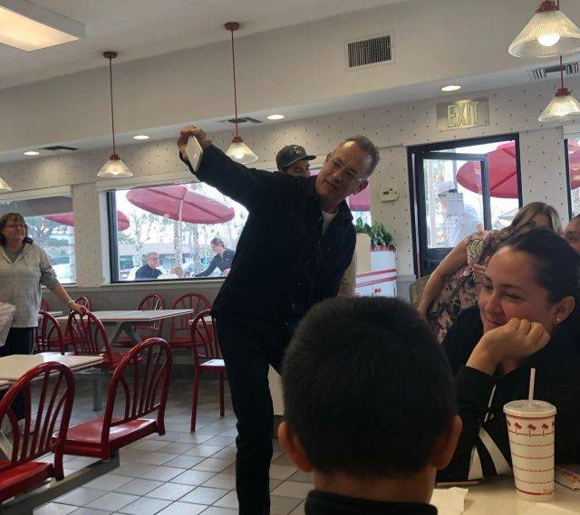 "Tom Hanks Surprised Fans With An Unexpected Visit At ""In-N-Out Burger"" And Paid For Their Lunch"