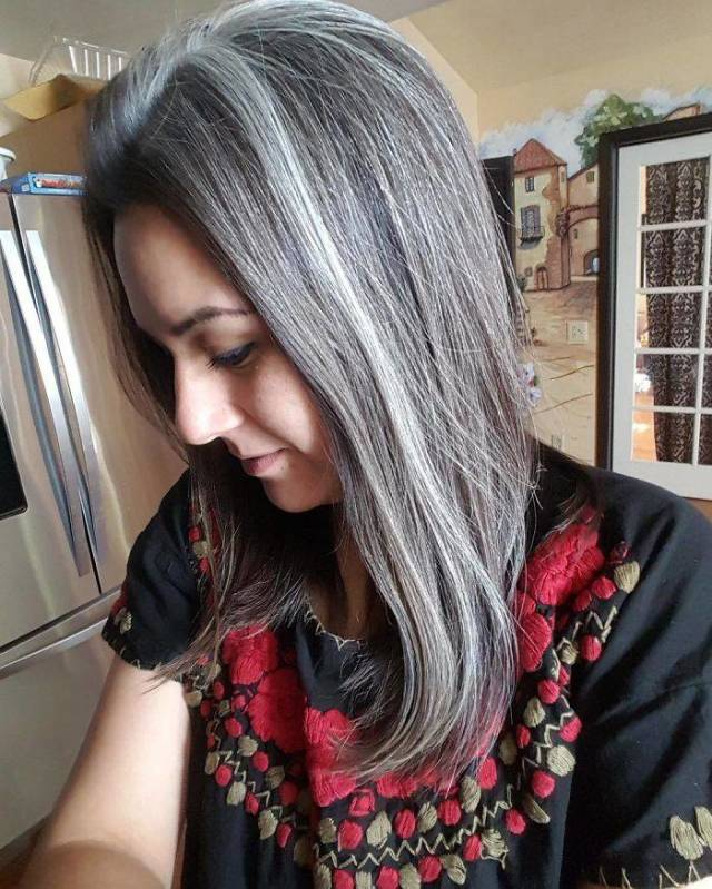 Women With Natural Gray Hair Are In Trend Again 50 Pics