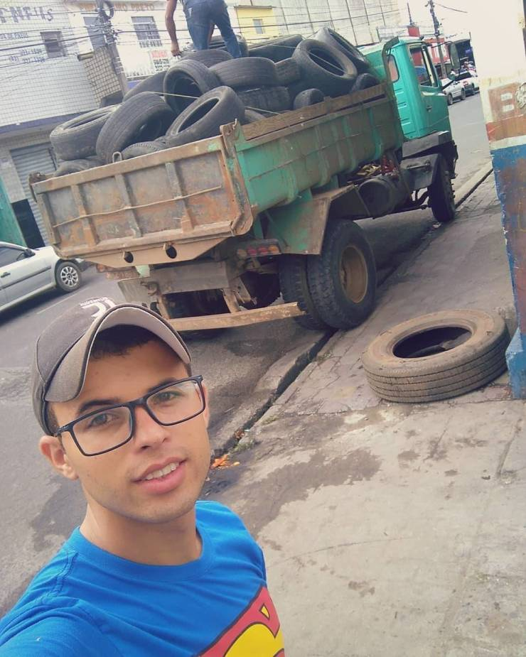 Brazilian Guy Finds The Perfect Use For Discarded Old Tires