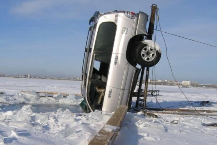 Frozen Baikal Is Not A Car-Friendly Place…