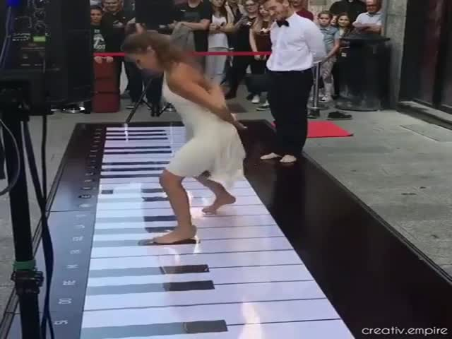 Even Their Feet Are Good At Playing Piano