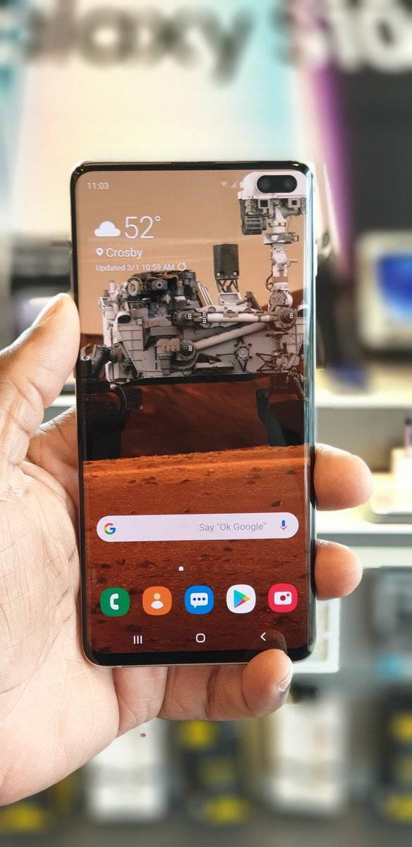 New Samsungs Need Wallpapers To Mask Camera Holes