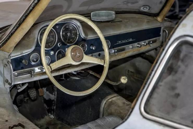 Mercedes Benz Was Forgotten In An Abandoned Barn