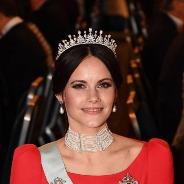 Gyönyörű királyi nők különböző országokból