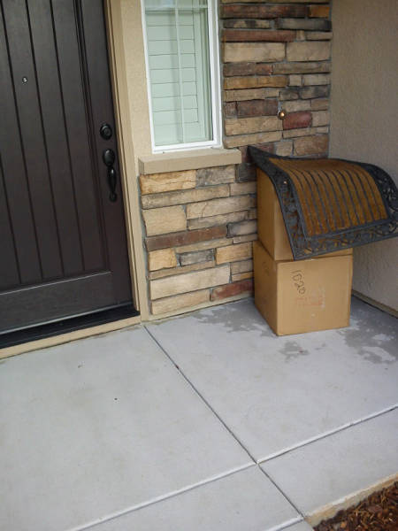 These Delivery Guys Weren't Very Good At Hide-And-Seek