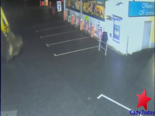 Stealing An ATM With An Excavator Looks Like A GTA Mission