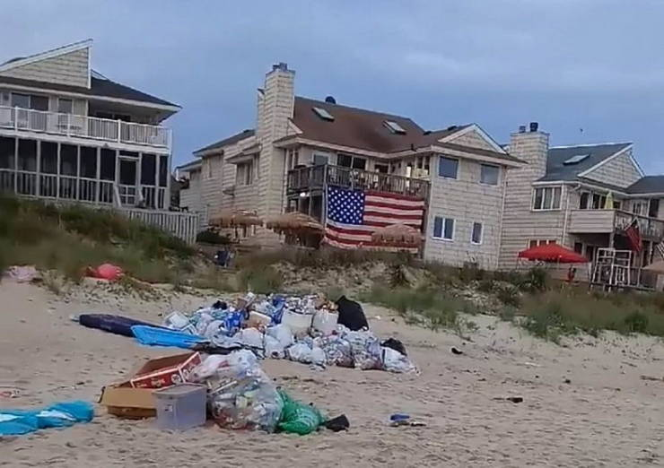 Virginia Beach Locals Had To Clean Tons Of Garbage After Tourists Celebrated Memorial Day There