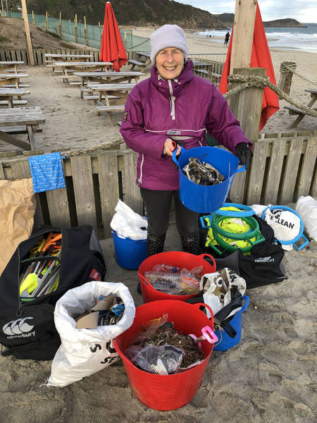 After Watching A Documentary About Pollution, This 70-Year-Old Granny Cleaned 52 Beaches And Is Not Planning To Stop