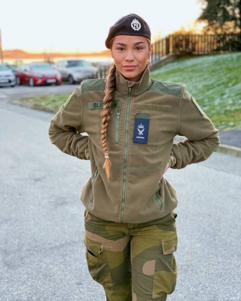 These Female Soldiers Look Great. Always