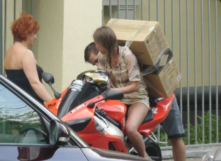 How To Move Your Girlfriend And A New Computer With Just One Motorcycle