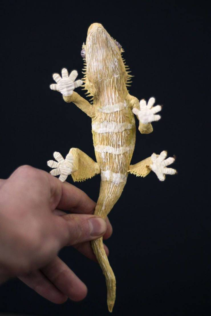 Artist Creates Hyper-Realistic Sculptures Out Of Simple Paper