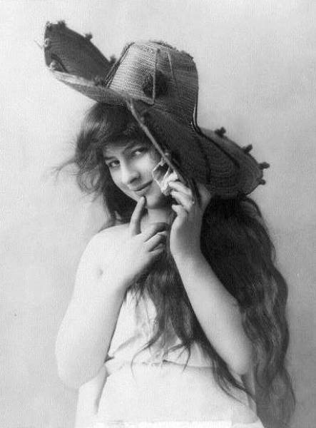 What Women's Beauty Looked Like More Than A Century Ago