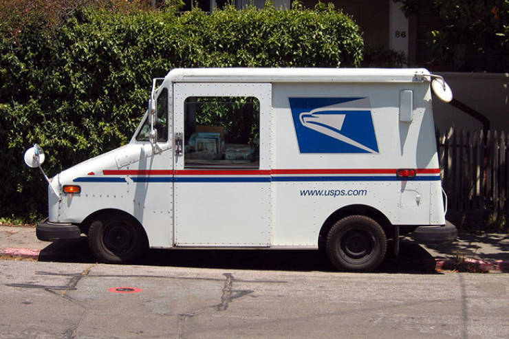 Postal Worker Shows How Terrifyingly Hot It Is In His Truck