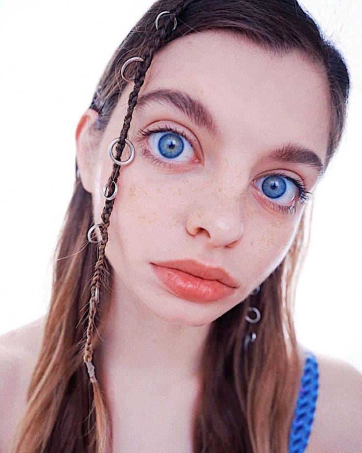 Can Her Eyes Be Real?!