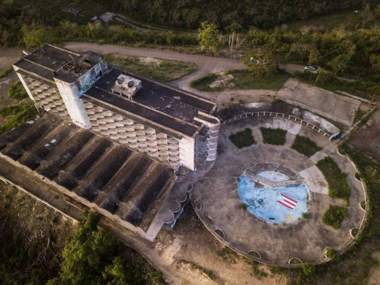 Abandoned Resorts Are Not The Best Spots For Lounging