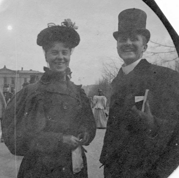 Photos From The 19th Century Show Lots Of Victorian Era People Smiling