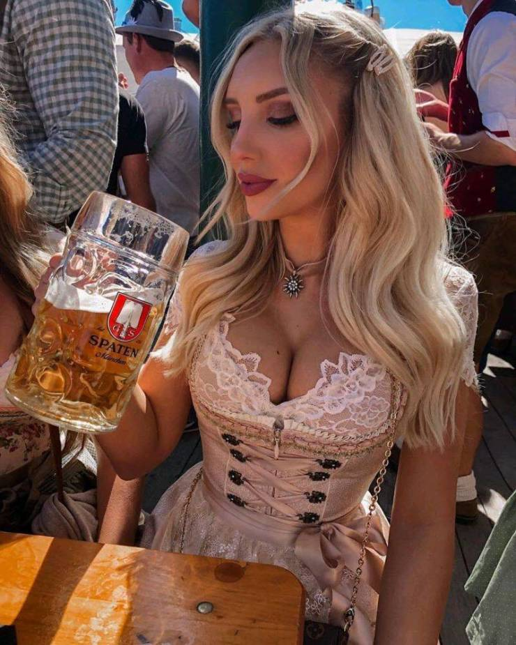 Busty Girls And Seas Of Beer – Oktoberfest 2019