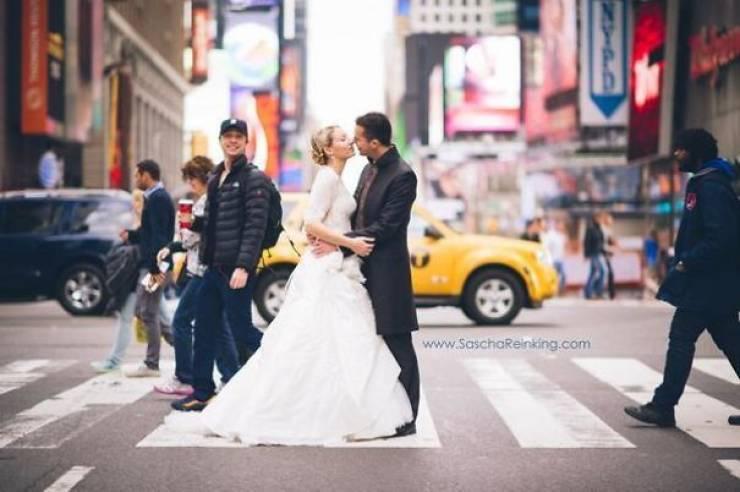 Celebs Love Photobombing!