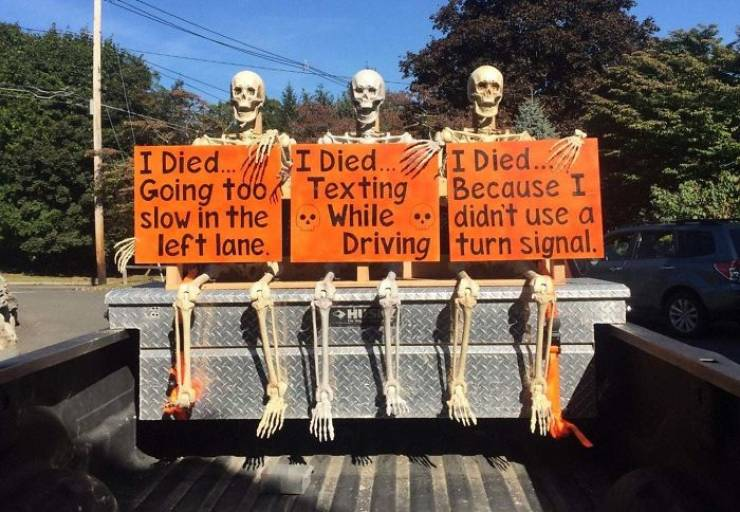 Some Of The Best Halloween Decorations To Make Your Neighborhood Proud