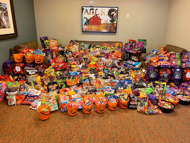Nursing Home Invites Trick-Or-Treaters, More Than 5,000 Show Up