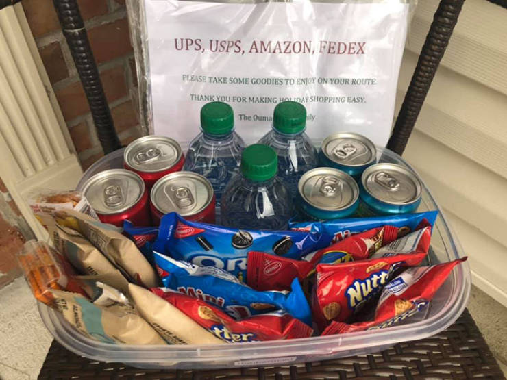 People Leave Snacks For Amazon Delivery Man, And He Absolutely Loves It!