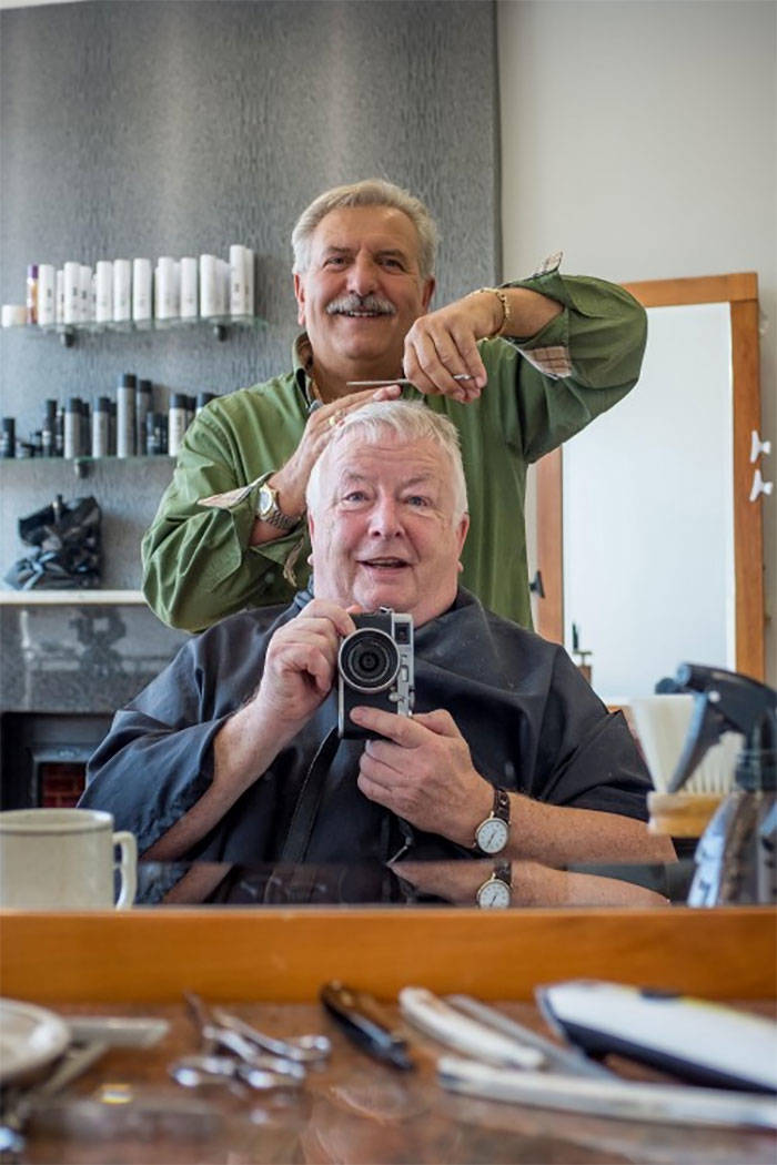 This Man Took A Photo With His Hairdresser Back In 1973, And It Turned Into A Tradition