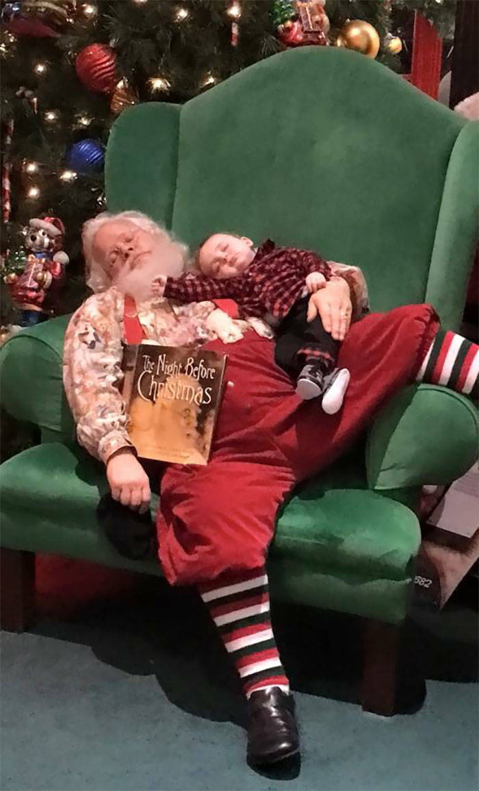 Thanks To These People, Mall Santas Are Never Bored!
