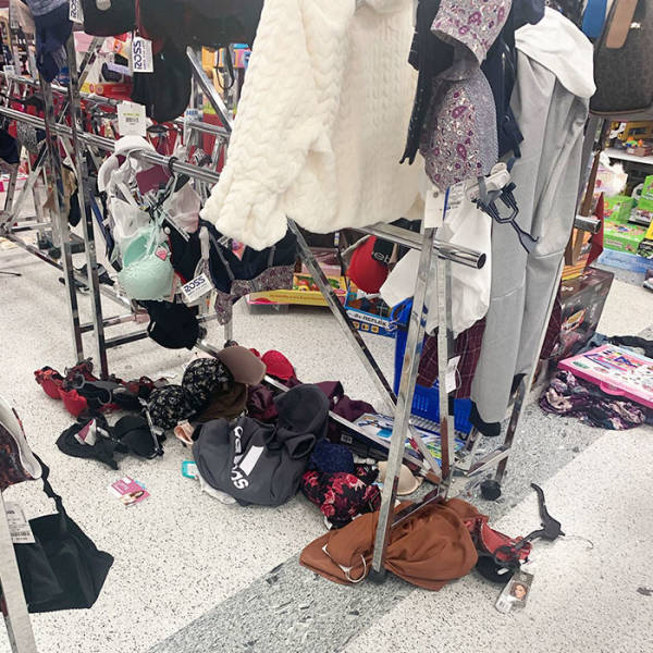 Shop Worker Shows Holiday-Time Retail Reality, And It's Not A Pleasant Sight
