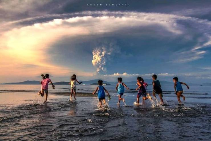 Taal Volcano Just Erupted In The Philippines, And The Photos Are Disturbing