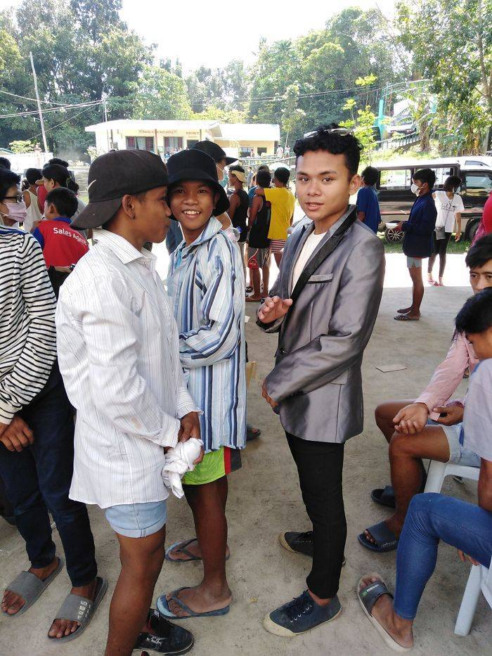 Filipinos Aren't Shy To Pose In Mismatched Clothes They Got From Taal Volcano Donations