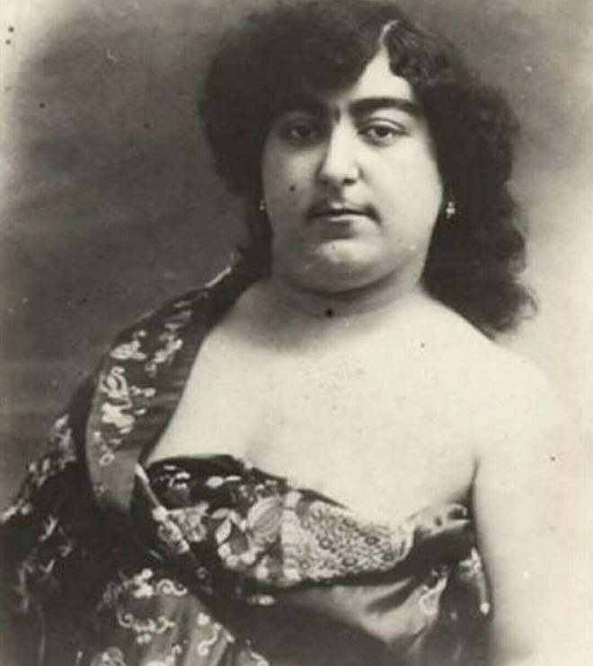Persian Beauty Standards Were Really… Special 100 Years Ago…