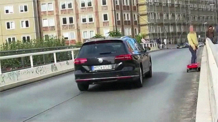 Man Fakes Traffic Jams With 99 Smartphones