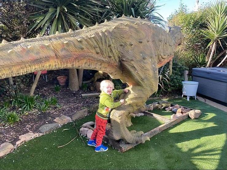Dad Gets His 4-Year-Old Son A Life-Size Dinosaur Statue…