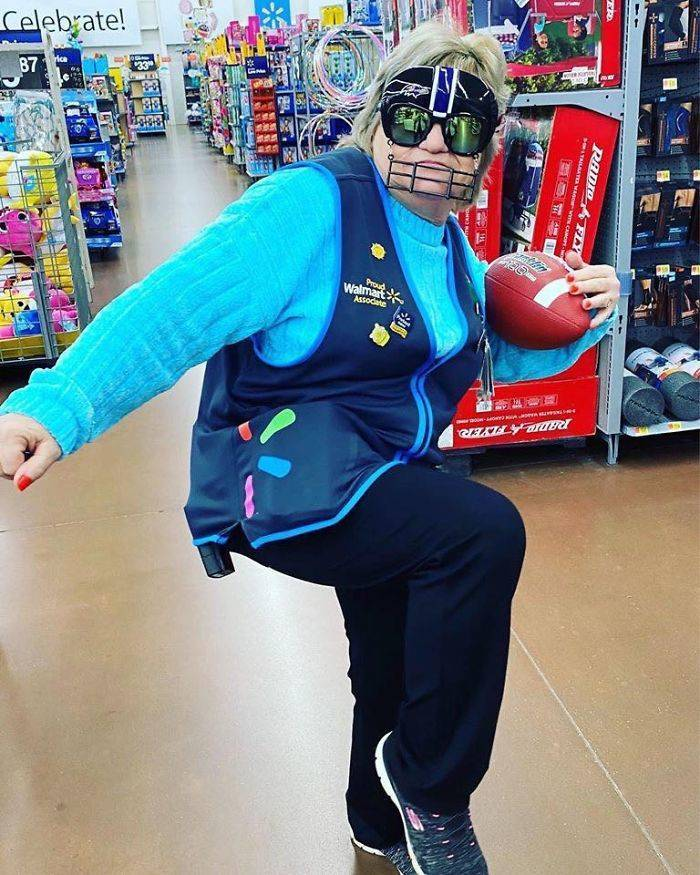 This Walmart Employee Poses With Products, And She Absolutely Nails The Photos!
