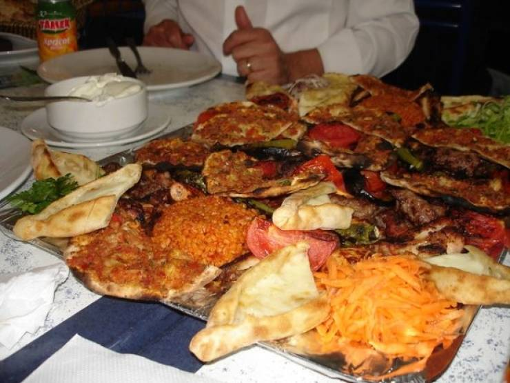 What You Need To Know About Eating In Foreign Countries