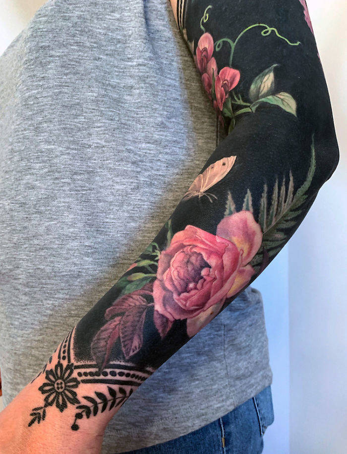 Artist Shows The Real Beauty Of Blackout Tattoos