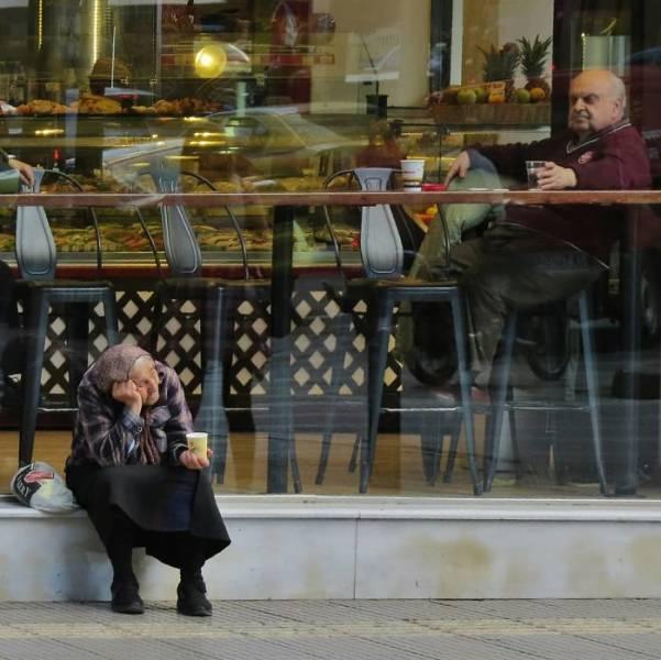 Street Photographer Catches Entertaining Real-Life Scenarios