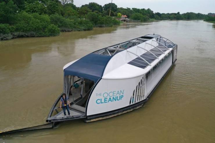 """Boy Genius"" Who Invents Since The Age Of 16 Creates Solar-Powered Barges That Clean Rivers"