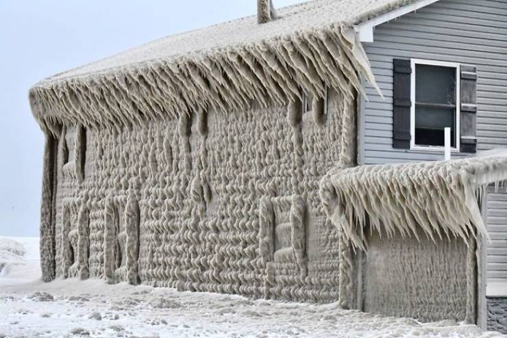 Lake Erie Homes Are Now Covered In Very Thick Ice!