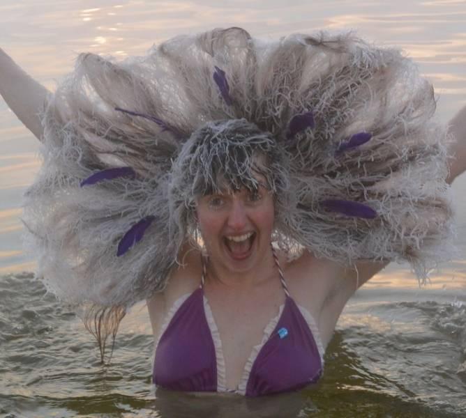 Canadians Love Freezing Their Hair!