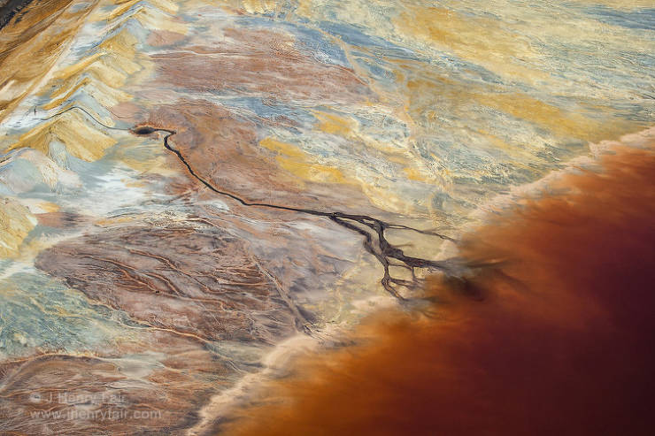 Photographer Shows How Pollution Influences Mother Earth