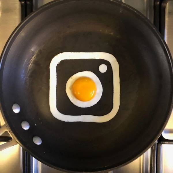 This Mexican Artist Creates His Works From… Eggs