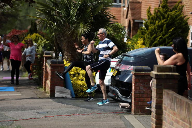 Fitness Instructor Trains Her Whole Street During Quarantine