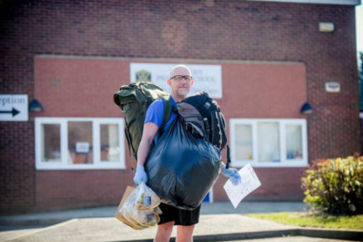 Teacher Delivers 18 Kg Of Food To His 78 Students On Foot. Every. Day.