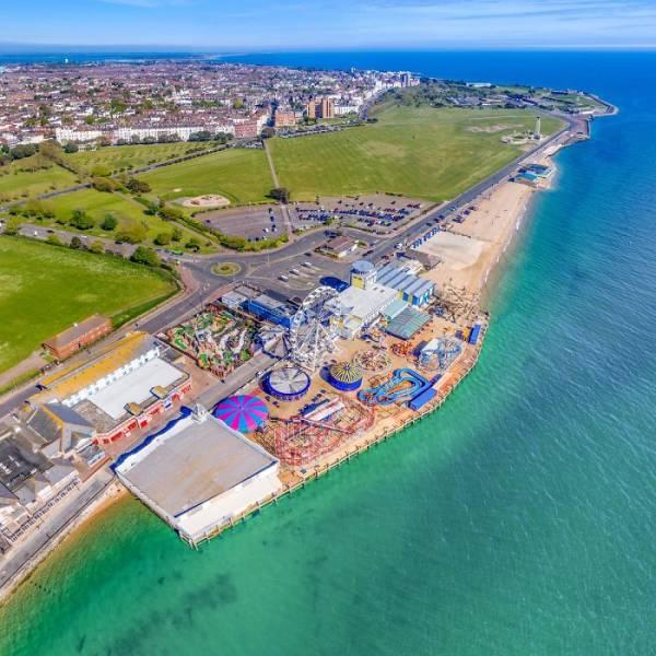 British Coastline Turns Into A Tropical Resort During Quarantine!