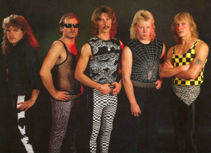 These Bands Know How To Pose For Most Awkward Photos Possible