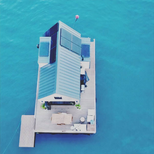 This Australian Floating Villa Only Needs Solar Energy To Function, And You Can Even Stay There!