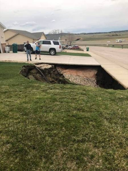 Giant Sinkhole Appeared In South Dakota, People Immediately Ventured Forth To Investigate