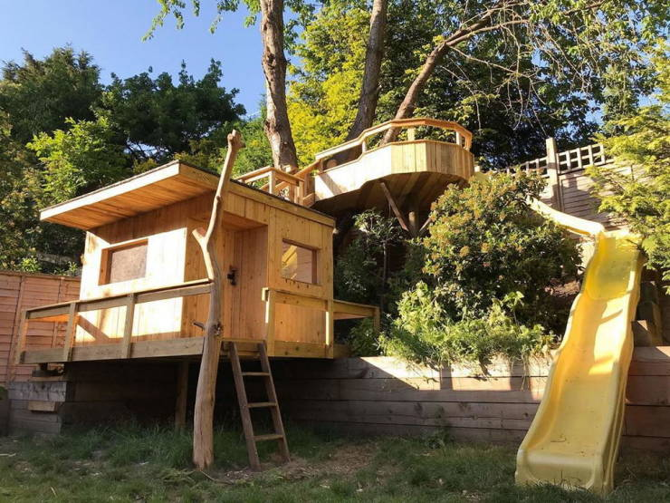 Dad Builds A Quarantine Treehouse For His Daughters For Just $150