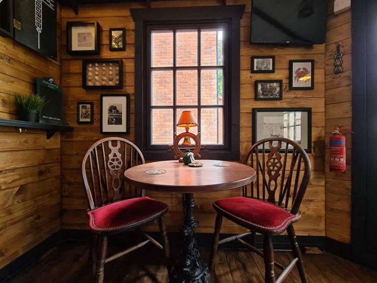 """Couple Builds Their Own Garden Pub – """"Drunken Crab"""""""